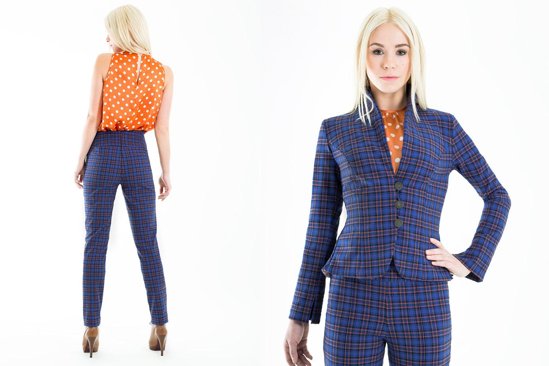 Karierter Business-Anzug mit Polka Dots Bluse von Coco Lores